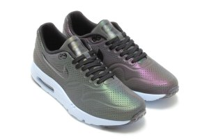 nike-air-max-ultra-moire-iridescent-pack-3-960x640