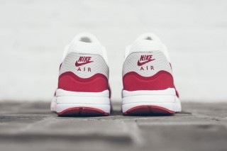 nike-air-max-1-ultra-essential-og-06-320x213